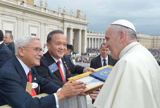 Il presidente Internazionale Huang incontra a Roma Papa Francesco con loro il Governatore di Lazio e Sardegna Carlo Noto